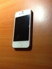 Продаю iPhone 4S 32Gb белый