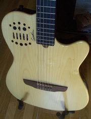 Продаю электроакустическую миди-гитару GODIN